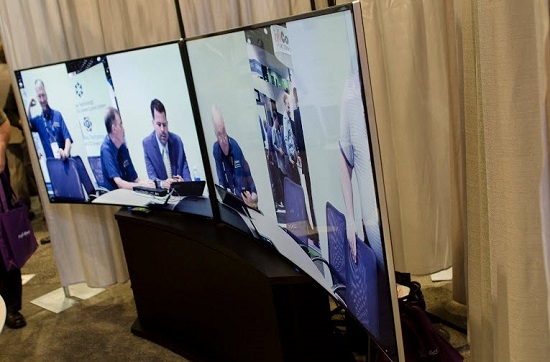 Samsung_Curved_Displays_Array_Telepresence