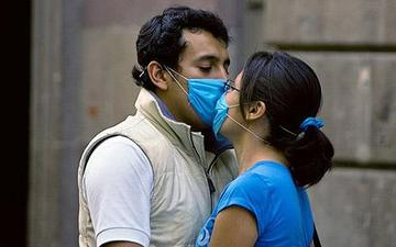 Swine_flu_kissing.jpg