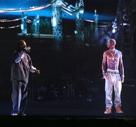 snoop_dogg_and_hologram_tupac.jpg