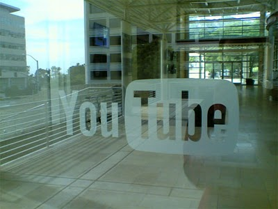 youtube logo door